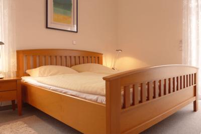 Schlafzimmer in der Ferienwohnung 01 der Villa Seegarten