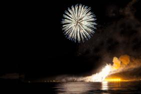 Feuerwerk im Ostseebad Boltenhagen mit Blick auf die Seebrücke