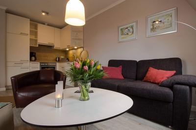 Wohnzimmer in der Ferienwohnung 26 der Villa Seebach